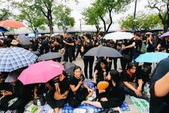 BANGKOK TAJLANDIA, OCT, - 22, 2016: Tajlandzcy ludzie uczęszczają śpiewać Obraz Royalty Free