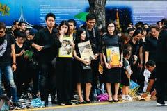 BANGKOK TAJLANDIA, OCT, - 22, 2016: Tajlandzcy ludzie uczęszczają śpiewać Zdjęcia Stock