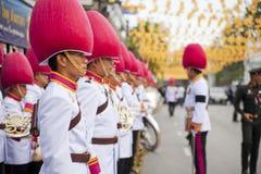 Bangkok Tajlandia, Październik, - 25, 2013: Tajlandzki gwardzisty zespołu marsz zdjęcia royalty free