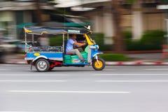 BANGKOK TAJLANDIA, PAŹDZIERNIK, - 02, 2016: Tuktuk w w centrum Bangkok Fotografia Royalty Free