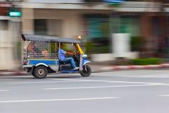 BANGKOK TAJLANDIA, PAŹDZIERNIK, - 02, 2016: Tuktuk w w centrum Bangkok Obrazy Royalty Free