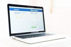 Bangkok Tajlandia, Sierpień, - 23, 2017: Nazwa użytkownika ekranu Facebook ikony dalej na Jabłczanym Macbook wielki i popularny o Obraz Stock