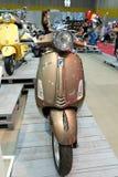 BANGKOK TAJLANDIA, SIERPIEŃ 23 2014 -: Vespa Piaggio przedstawienia motocykl przy Dużą Motorową sprzedażą, Bitec Bangna, Bangkok  Obraz Stock