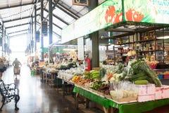 BANGKOK TAJLANDIA, SIERPIEŃ, - 22, 2017: Warzywa i więcej jedzenie w willa rynku Willa rynek jest nowym popularnym jedzenia rynki Fotografia Royalty Free