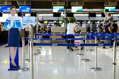 Bangkok, Tajlandia, Wrzesień 4, 2015: Lotniskowy odprawa kontuaru lotnisko obrazy royalty free
