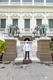 BANGKOK TAJLANDIA WRZESIEŃ 25, 2016: Wojsko żołnierza Tajlandzcy stojaki Zdjęcie Stock