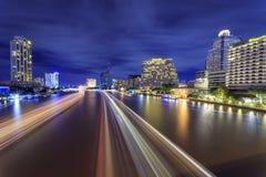 BANGKOK TAJLANDIA, Wrzesień, - 04, 2016: Chaopraya Rzeczny widok od Taksin mosta, Bangkok, Tajlandia Zdjęcia Stock