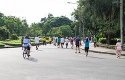 BANGKOK, TAJLANDIA - 2016 WRZESIEŃ 25: Ludzie jogging w Lumpin Obrazy Stock