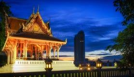 Bangkok, Tempel in Santi Chai Prakan Public Park Stockfotografie