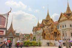 Bangkok, Thaïlande - 29 avril 2014 Groupe de touristes un Chakri Maha Prasat, le palais grand royal, Bangkok, Thaïlande photo libre de droits