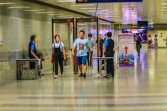 Bangkok, Thaïlande - 23 avril 2017 : Le passager est Th de marche de passage Images stock