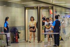 Bangkok, Thaïlande - 23 avril 2017 : Le passager est Th de marche de passage Images libres de droits