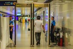 Bangkok, Thaïlande - 23 avril 2017 : Le passager est Th de marche de passage Photos stock