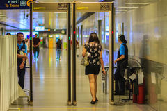 Bangkok, Thaïlande - 23 avril 2017 : Le passager est Th de marche de passage Image stock