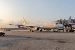 Bangkok, Thaïlande - avril 2018 : Ligne aérienne de voie aérienne de Bangkok à leur hub à l'aéroport international de Suvarnabhum Photographie stock libre de droits
