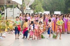 Bangkok, Thaïlande - 12 avril 2015 : Une Mlle Songkran dans le défilé à Image stock