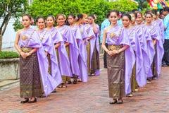 Bangkok, Thaïlande - 12 avril 2015 : Une Mlle Songkran dans le défilé à Image libre de droits