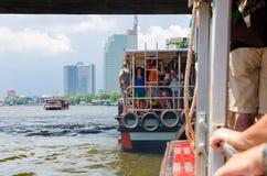Bangkok Thaïlande : Bateau et touriste Image stock