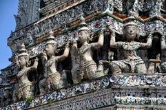 Bangkok, Thaïlande : Chiffres de Wat Arun Khong Image libre de droits