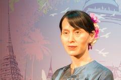 BANGKOK, THAÏLANDE - 19 DÉCEMBRE : Chiffre de cire d'Aung célèbre S Photos stock