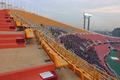 Bangkok, Thaïlande - 8 décembre 2016 : Défenseurs non identifiés de la Thaïlande avant match final à la nuit dans le stade de Raj Image libre de droits