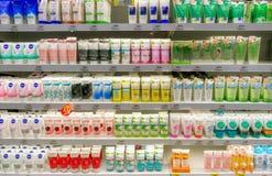 BANGKOK, THAÏLANDE - 17 DÉCEMBRE : L'hypermarché supplémentaire de BigC Petchkasem stocke entièrement de diverses marques de mous images libres de droits