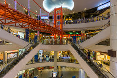 Bangkok, Thaïlande - 7 décembre 2015 : L'intérieur du terminal 21 (centre commercial célèbre à BTS Asoke et à MTR Sukhumvit) Image libre de droits