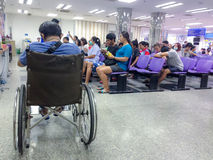 Bangkok, Thaïlande en mai 2017 : docteur d'attente de patient et de visiteur photos stock