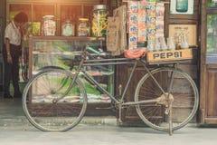 BANGKOK, THAÏLANDE - 1er juillet 2017 : Style de vintage des bouteilles de Pepsi Photos stock