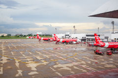 BANGKOK THAÏLANDE - 1ER JUIN : Atterrissage d'avion d'Air Asia au te d'aéroport Image libre de droits