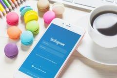 BANGKOK, THAÏLANDE - 6 FÉVRIER 2016 : Icônes d'Instagram d'écran de login sur l'iPhone 6 d'Apple Images stock