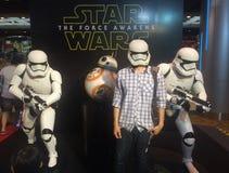 Bangkok, Thaïlande - 17 février 2016 : Les Stormtroopers et la reproduction de droid, le caractère fictif du Star Wars et les gen photo stock