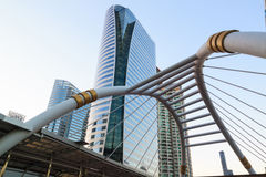 BANGKOK THAÏLANDE - 23 FÉVRIER : Point de repère de lien de pont en ciel de Bangkok Photo stock