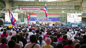 BANGKOK, THAÏLANDE - FÉVRIER 2014 : Protestations d'arrêt de Bangkok banque de vidéos