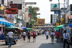 Bangkok, Thaïlande - 10 février 2015 : Route de Khaosan un backpac célèbre Images stock