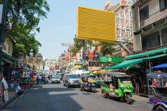Bangkok, Thaïlande - 10 février 2015 : Route de Khaosan un backpac célèbre Image stock