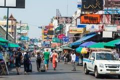 Bangkok, Thaïlande - 10 février 2015 : Route de Khaosan un backpac célèbre Photos libres de droits