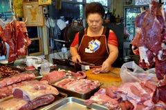 Bangkok, Thaïlande : Femme à la boucherie images libres de droits