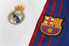 BANGKOK, THAÏLANDE - 13 JUILLET : Vrai logo de Madris et de Barcelone sur les FO Photographie stock libre de droits