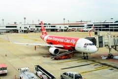 Bangkok Thaïlande - 23 juin 2015 : Entretien d'Air Asia d'avion de ligne Image stock