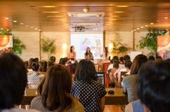 Bangkok, Thaïlande - 28 juin 2013 : PS non identifié de public de femme Photographie stock