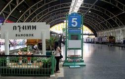 BANGKOK, THAÏLANDE - le 29 septembre : Gare ferroviaire de Hua Lamphong sur S Photographie stock libre de droits