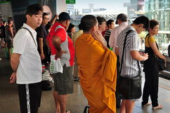 Bangkok, Thaïlande : Les gens Skytrain de attente Photo libre de droits
