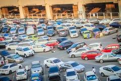 Bangkok, Thaïlande - 8 mars 2017 : Secteur extérieur de parking tout près Photographie stock