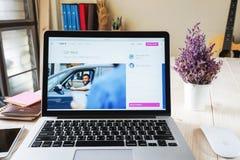 BANGKOK, THAÏLANDE - 5 mars 2017 : Uber APP montrant sur l'ordinateur portable, Uber est réseau basé sur APP de transport de smar Photos libres de droits