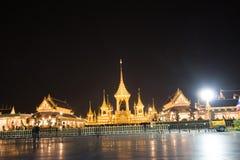 Bangkok, Thaïlande - 4 novembre 2017 : Beaucoup de touristes dans le crématorium royal pour le Roi Bhumibol Adulyadej Images libres de droits