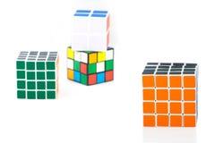 Bangkok, Thaïlande - 11 novembre 2017 : Cube en ` s de Rubik pour le cerveau TR photos stock