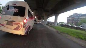 Bangkok, Thaïlande 29 novembre 2018 : Le tour vers urbain ont beaucoup laps de temps de voiture banque de vidéos