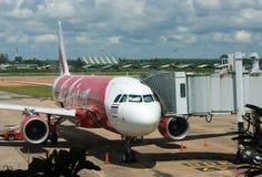 BANGKOK, THAÏLANDE - 23 OCTOBRE 2014 : Avions d'Air Asia dans Bangk Image stock