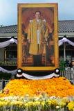 Bangkok, Thaïlande 22 octobre 2016 : Fleurs pour le Roi Bhumibol Adulyadej chez Sanam Luang pour payer le respect le roi le 22 oc images libres de droits